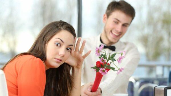 qué no hacer en la primera cita con una mujer
